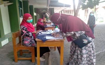Senyum Bangga Warnai Pengambilan Hasil ASPD MTs Negeri 1 Yogyakarta