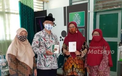 Sedekah Buku Spiritual di MTsN 1 Yogyakarta