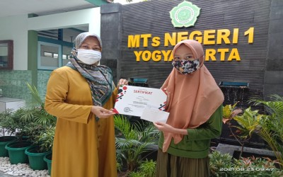 MTsN 1 Yogyakarta Serahkan Penghargaan Pemenang Lomba HUT RI