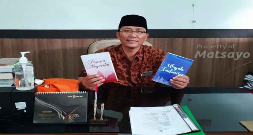 Guru MTsN 1 Yogyakarta Sedekahkan Buku Pesona Negeriku dan Wajah Indonesia