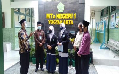 Maju Kombanas Tingkat Provinsi, Selly Dan Fakhda Mendapat Restu Dari Kepala Madrasah